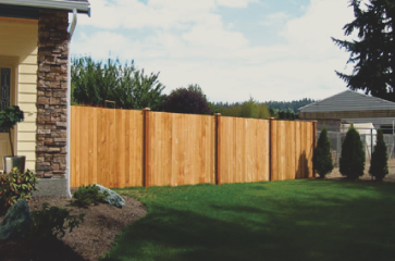 beautiful-wood-fencing-with-green-grass-surrounding-the-back-yard,-fence-built-for-privacy